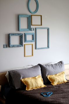 House tour of Nicole Shiffler. Empty frames in composition. doing this in my living room with a few different colors. Empty Picture Frames, Empty Frames, Old Frames, Picture Wall, Frame Wall Collage, Frames On Wall, Painted Frames, Frame Collages, My New Room
