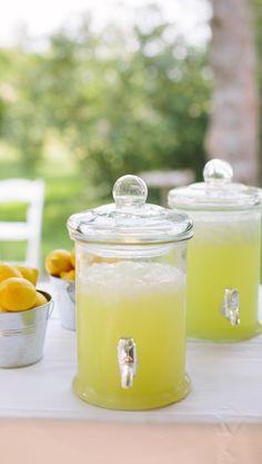 Amerikkalainen lemonade | Maku Lemonade, Jar, Drinks, Desserts, Food, Home Decor, Drinking, Tailgate Desserts, Beverages