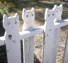 Cyber cats on a fence.darling fence in Fort Collins, Colorado Crazy Cat Lady, Crazy Cats, Cute Cats, Funny Cats, Cats Humor, Cat Memes, Funny Images, Funny Pictures, Unique Garden