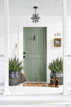 Sage green front door Sage green wall color Green is one of my favorite colors and I epsecially love this lighter shade. Sage green is so claming. I'm sharing my favorite examples of sage green decor. Door Design, Painted Doors, House Exterior, Sage Green Walls, Door Makeover, Farmhouse Front Door, Green Front Doors, Doors, House Colors
