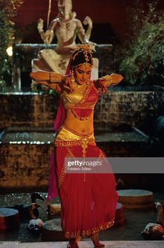 News Photo : Indian Actress Madhuri Dixit Vintage Bollywood, Bollywood Girls, Bollywood Stars, Bollywood Fashion, Beautiful Bollywood Actress, Most Beautiful Indian Actress, Beautiful Actresses, Indian Actress Hot Pics, Indian Actresses