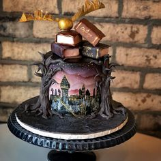 I loved designing this cake as a small centrepiece for an incredible themed Christmas. Harry Potter Desserts, Bolo Harry Potter, Gateau Harry Potter, Harry Potter Birthday Cake, Harry Potter Food, Images Harry Potter, Theme Harry Potter, Harry Potter Wedding, Beautiful Cakes