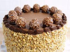 Un sabor único es el que te encontrarás en la receta de la tarta Ferrero Rocher.