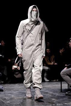 boris bidjan saberi (This would be grate if you use camouflage print cloth, to blend to the srounding. Dark Fashion, Urban Fashion, Mens Fashion, Fashion Outfits, Fashion Tips, Fashion Design, Fashion Ideas, Moda Formal, Mode Costume