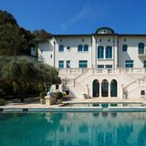 Owned by Robin Williams since 1994, this Italianate-style residence offers 20,000 square feet of luxurious living space, including five bedroom suites, an oak-paneled library, a state-of-the-art theater and climate-controlled cellars for art and wine. #celebrity #home