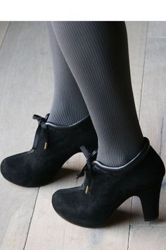 Chie Mihara... Fab Shoes, Sock Shoes, Me Too Shoes, Shoe Boots, Vintage Inspired Shoes, Sensible Shoes, Cute Heels, Black Booties, Bridal Shoes