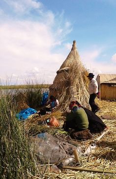 Life in the floating islands of Uros, Lake Titicaca. #Perù #travel  #viaggi #solotravel