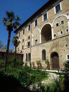 Ducal Palace of Urbino: The Pasquino garden - Marche, Italy
