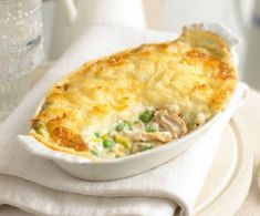 This is real comfort food – a tasty chicken pie in a delicious white sauce, topped with cheesy mashed potatoes. It is a great dish to store in the freezer for days when you don't want to cook. Cookbook Recipes, Pie Recipes, Baby Food Recipes, Chicken Recipes, Cooking Recipes, Turkey Recipes, Quiche Recipes, Savoury Recipes, Recipe Chicken