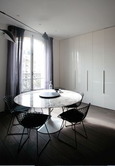 LeLad, Projet champsdemars, Saarinen table, Bertoia chairs, clean lines, lacquer closet doors