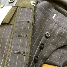 button fly #sumisura #sartoria #sarto #suit #montevarchi #italiantailoring #tailored #tailor #tailorschool #tailoring #tailormade #menswear #mensfashion #montevarchi #bespoke