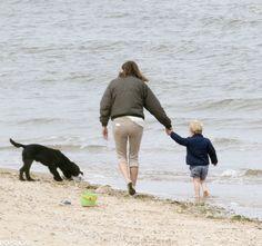 Prince George Pictures on the Beach With Carole Middleton | POPSUGAR Celebrity
