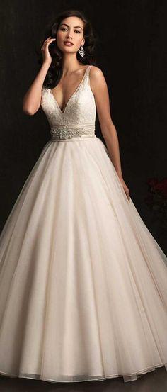 Oh my goodness!! Beautiful dress.