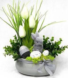 Resultado de imagem para stroiki wielkanocne na cmentarz allegro Easter Flower Arrangements, Easter Flowers, Easter Bunny Decorations, Easter Wreaths, Easter Projects, Easter Crafts, Easter Holidays, Spring Crafts, Easter Eggs