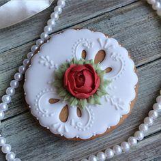 Cookies Cupcake, Mother's Day Cookies, Lace Cookies, Flower Cookies, Fondant Cupcakes, Valentine Cookies, Easter Cookies, Royal Icing Cookies, Sugar Cookies