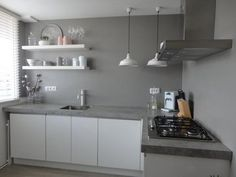 Mijn ex en ik verkopen onze huis… Apartment Kitchen, Kitchen Interior, Kitchen Design, Cosy Kitchen, New Kitchen, Happy New Home, Kitchen Benchtops, Concrete Kitchen, Home And Deco