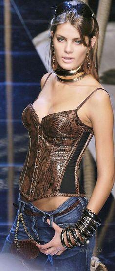 Dolce&Gabbana via anbenna snake skin corset bustier Animalistic Fashion Inspiration Style Denim Fashion, High Fashion, Womens Fashion, Fashion 2014, Milan Fashion, Corset, Estilo Denim, Glamour, Street Style