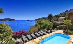 Luxury villa in Villefranche-sur-Mer on the French Riviera for 12 guests. The villa boasts a private pool and see views and is within walking distance of the beach and town Villa France, Vacation Homes For Rent, Villefranche Sur Mer, Places To Rent, Relax, Holiday Accommodation, Vacation Villas, Luxury Holidays, Pool Houses