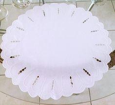 😍 Deixe sua mesa cada vez mais linda com JOGO AMERICANO BORDADO RICHELIEU PRIMAVERA-42CM (2 PEÇAS) // Envio Imediato nesse momento // Tecido Percal 230 Fios 100% Algodão // para comprar em http://www.bordadosdoceara.com.br/produtos/mesa/jogo-americano-bordado-richelieu-primavera-42cm-2-peças-detail.html. // WhatsApp 85 98959.9107 //