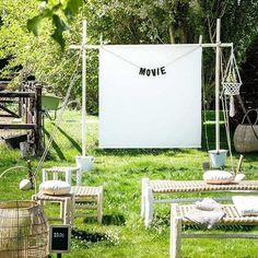 Ways to Throw the Best Outdoor Movie Night This Summer Lights, camera, action! Backyard Movie Party, Backyard Movie Nights, Outdoor Movie Nights, Outdoor Entertaining, Outdoor Fun, Outdoor Lighting, Lighting Ideas, Outdoor Cinema, Outdoor Theater