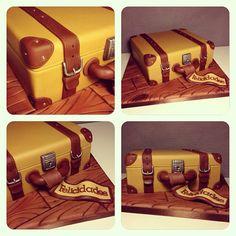 Tarta maleta Fondant Cakes, Cupcake Cakes, Cupcakes, Australia Cake, Suitcase Cake, Farewell Cake, Buttercream Birthday Cake, Birthday Cake For Husband, Cake Design Inspiration