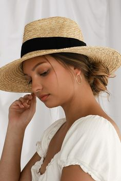 Summer mode is the state of mind with the Brixton Joanna Beige Woven Straw Hat! Woven straw fedora with a wide brim and grosgain ribbon accent. Yves Saint Laurent, Wide Brim Fedora, Fedora Hat, Bowler Hat, Lisa, Summer Hats For Women, Outfits With Hats, Stylish Outfits, Girl Outfits