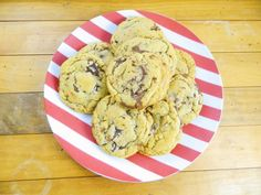 Bakery Style Chocolate Chip Cookies - the PERFECT chocolate chip cookie, these are a must-make cookie that should be added to your repertoire! Find it now at thechocoholicbaker.com