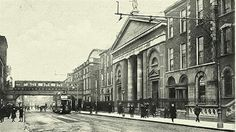 Westland Row, little changed today. Ireland Pictures, Old Pictures, Old Photos, Dublin Street, Dublin City, Irish Independence, Photo Engraving, Dublin Ireland, Historical Photos