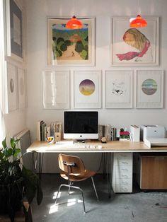 cadres bureau pièce de travail dessins ordinateur mur décoration d'intérieur bois blanc desk office frame drawings apple mac wood interior white decoration inspiration