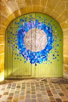 Colorful doors in Paris, France Grand Entrance, Entrance Doors, Doorway, Front Doors, Knobs And Knockers, Door Knobs, Door Handles, Cool Doors, Unique Doors