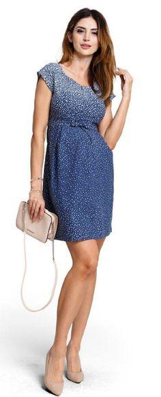 Rochie pentru gravide Icy Moon bleumarin cu buline mici albe este o rochie potrivita pentru femeile insarcinate si prezinta un fermoar ce faciliteaza alaptarea.