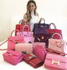 If you're feeling fatigued with your wardrobe, read our tips and tips for refreshing your handbag collection and fall in love with your bags again! Sac Birkin Hermes, Big Handbags, Replica Handbags, Work Bags, Bvlgari Bags, Celine Bag, Prada Bag, You Bag, Bag Accessories