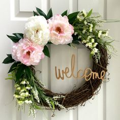 DIY Summer Wreath I am SO excited for summer! Wreaths are easy to make. Here are 15 Summer Wreath DIYs perfect for your front door, home and parties! Diy Spring Wreath, Diy Wreath, Tulle Wreath, Wreaths For Front Door, Door Wreaths, Yarn Wreaths, Ribbon Wreaths, Front Porch, Burlap Wreaths