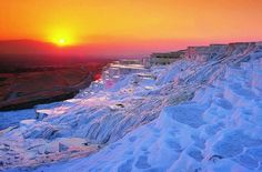 Pamukkale (in Turkish means cotton castle), Turkey.a World Heritage Site since Pamukkale is a natural site famous for its hot springs and enormous white terraces of travertine. Pamukkale, Beautiful World, Beautiful Places, Amazing Places, Historical Monuments, Belleza Natural, Day Tours, Amazing Nature, Amazing Sunsets