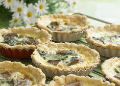 Tærter med svampe og blå ost En lækker, lille frokosthaps, der kan spises både kold og varm