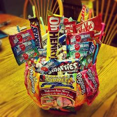 I made this for my boyfriend, it's a cute easy gift that is simple to make.  Instead of getting him flowers i made this candy bouquet he loved it! it costed me $ 22 total for everything.. very cheap and very cute #candy #valentines #day #cute