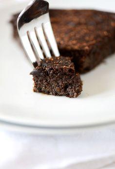 Fudgy Gluten Free Chocolate Cake | MinimalistBaker.com