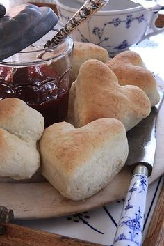 Heart biscuits with red jam. Use your favorite biscuit recipe. Instead of cutting round biscuits, use a heart cutter. Make these for breakfast on Valentine's Day :o). Cute Food, Good Food, Yummy Food, Brunch, Comida Picnic, Aesthetic Food, High Tea, Food Porn, Food And Drink