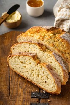 You don't need to be Irish to enjoy this Irish Soda Bread! This biscuit-like bread comes together easily and is delicious topped with butter. Cooking Bread, Bread Baking, Apple Pie Bread, Breakfast Bread Recipes, Breakfast Biscuits, Parchment Paper Baking, Cranberry Bread, Baking Basics, Cloud Bread