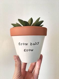 Idea Of Making Plant Pots At Home // Flower Pots From Cement Marbles // Home Decoration Ideas – Top Soop Painted Flower Pots, Painted Pots, Hand Painted, Clay Pots, Clay Planter, Diy Planters, Baby Presents, Posca, Terracotta Pots