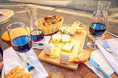 The Bordeaux Wine Festival: A French Wine and Cheese Lover's Dream Cheese Day, Cheese Lover, Wine Cheese, Cheese Bread, Cheese Whiz, Cheese Soup, Charcuterie Raclette, Paris Food, Cheese Pairings