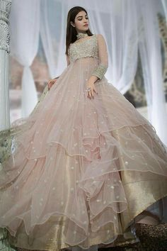 Indian Fashion Dresses, Pakistani Dresses Casual, Pakistani Wedding Outfits, Indian Bridal Outfits, Indian Gowns Dresses, Dress Indian Style, Pakistani Dress Design, Pakistani Bridal, Formal Dresses