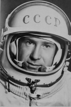 Soviet cosmonaut Alexey Leonov was the first man to do a space walk sin open space, outside a spaceship. Dazzle Camouflage, Astronomy Pictures, Major Tom, Space Race, Retro Futuristic, Space Program, First Humans, Space Exploration, Animation Film