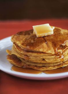 Copycat IHOP Pumpkin Pancakes are melt-in-your-mouth pancakes and treat among restaurant recipes. Made with canned pumpkin, earthy spices and butter, you won't be able to stop after one serving! What's For Breakfast, Breakfast Pancakes, Breakfast Dishes, Breakfast Recipes, Pancake Recipes, Ihop Pancakes, Swedish Pancakes, Crepes, Pumpkin Pancakes