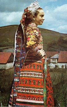 Magyarvista Ttransylvania, Romania. Hungarian. Chain Stitch Embroidery, Learn Embroidery, Stitch Head, Braided Line, Vintage Jewelry Crafts, Folk Clothing, Hungarian Embroidery, Folk Dance, Straight Stitch