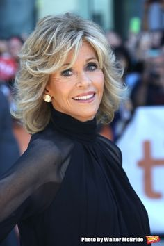 Image result for jane fonda 2014 this is where i leave you Jane Fonda Hairstyles, Short Shag Hairstyles, Hairstyles Over 50, Should Length Hair Styles, Medium Hair Styles, Curly Hair Styles, Gray Hair Highlights, Mid Length Hair, Great Hair