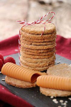 Tynne, sprø og sukkerfri havrekjeks - LINDASTUHAUG Cooking Recipes, Healthy Recipes, No Bake Treats, Bread Rolls, Cottage Cheese, Cake Recipes, Food And Drink, Appetizers, Tasty