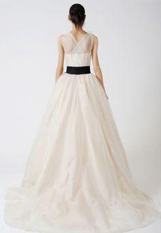 Bonjour, Je vends ma robe de mariée Vera Wang de la collection White ...