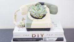 Transformez un téléphone vintage en objet de déco original.  © Andréa Rolland - La Délicate Parenthèse