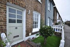 2 bedroom cottage for sale in Railway Side, Barnes